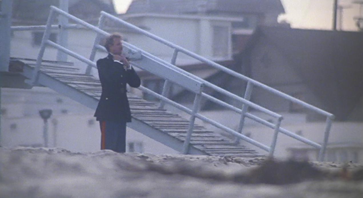 帰郷 海に入ろうとするボブ